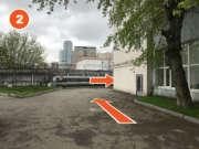 Далее двигаться до забора и повернуть после здания направо